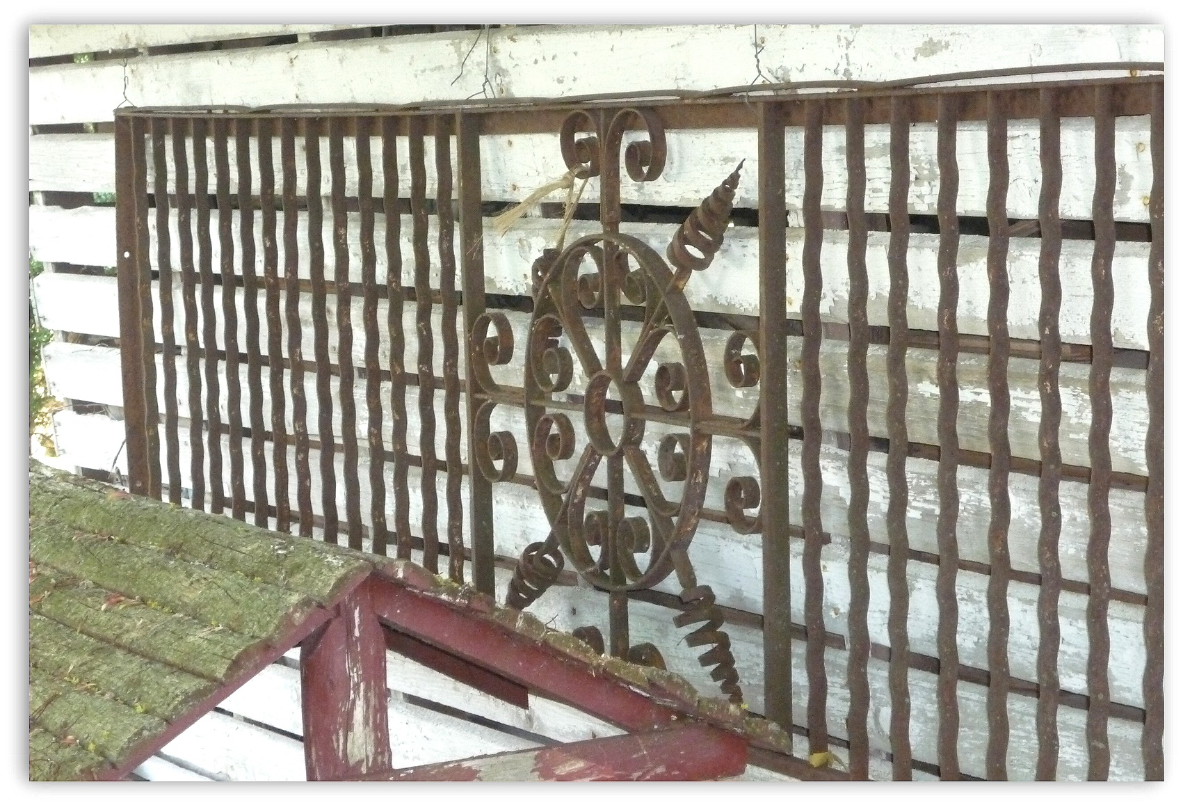 How to decorate using antique wrought iron gates and for How to decorate a garden gate